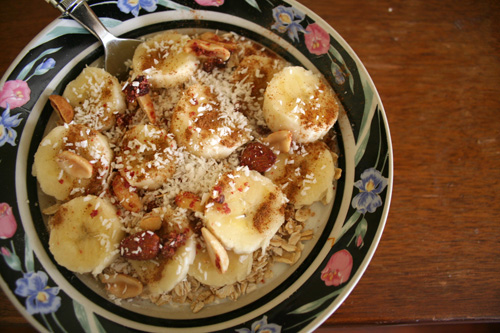 Uncooked oats over rose water infused yogurt, sliced bananas, coconut shreds, PB&A nuts. I'm forgetting something... AHA! Cinnamon and some nutmeg+confectioner's sugar.