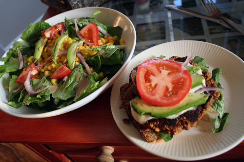 A homemade bulgur veggieburger.