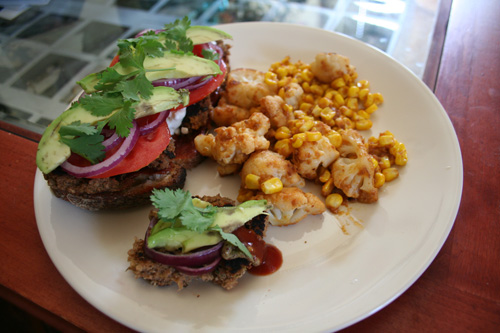 More bulgur veggieburger goodness! Cauliflower and corn with peanut sauce.